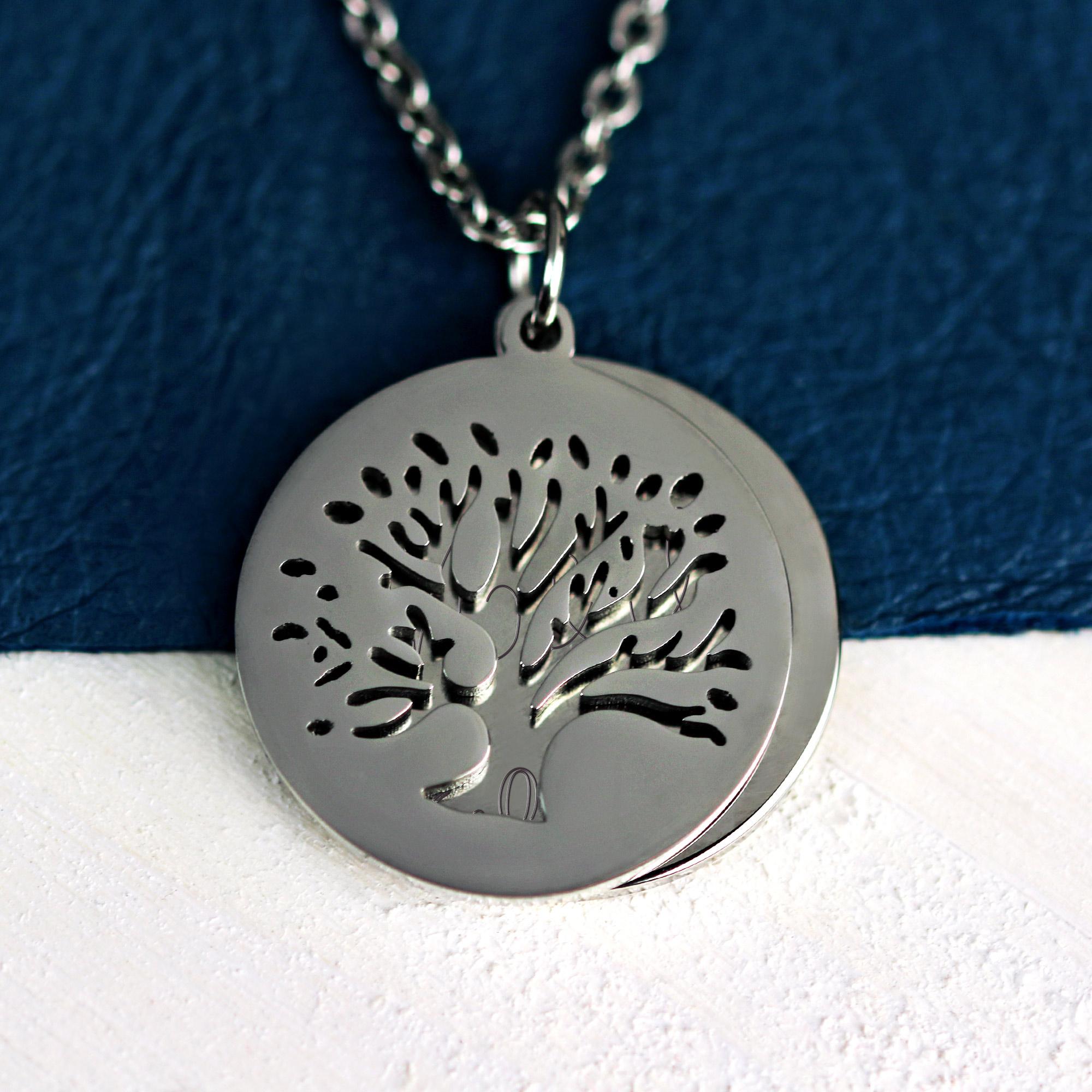 Halskette mit Gravur in Silber - Baum mit Initialen