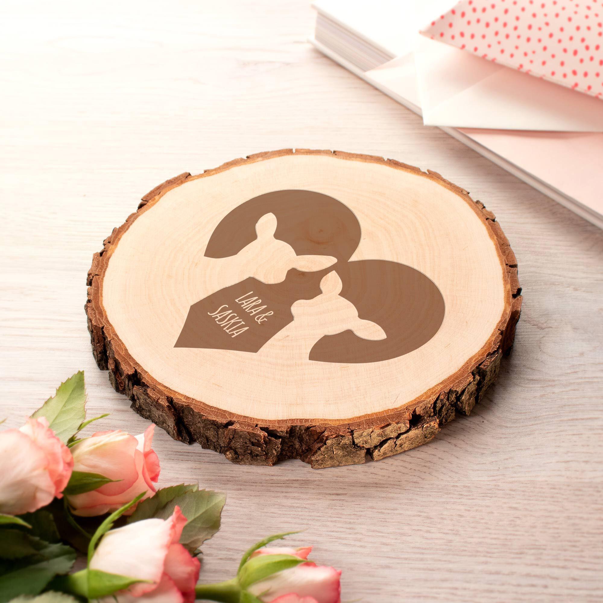 Baumscheibe mit romantischer Reh-Gravur zur Hochzeit