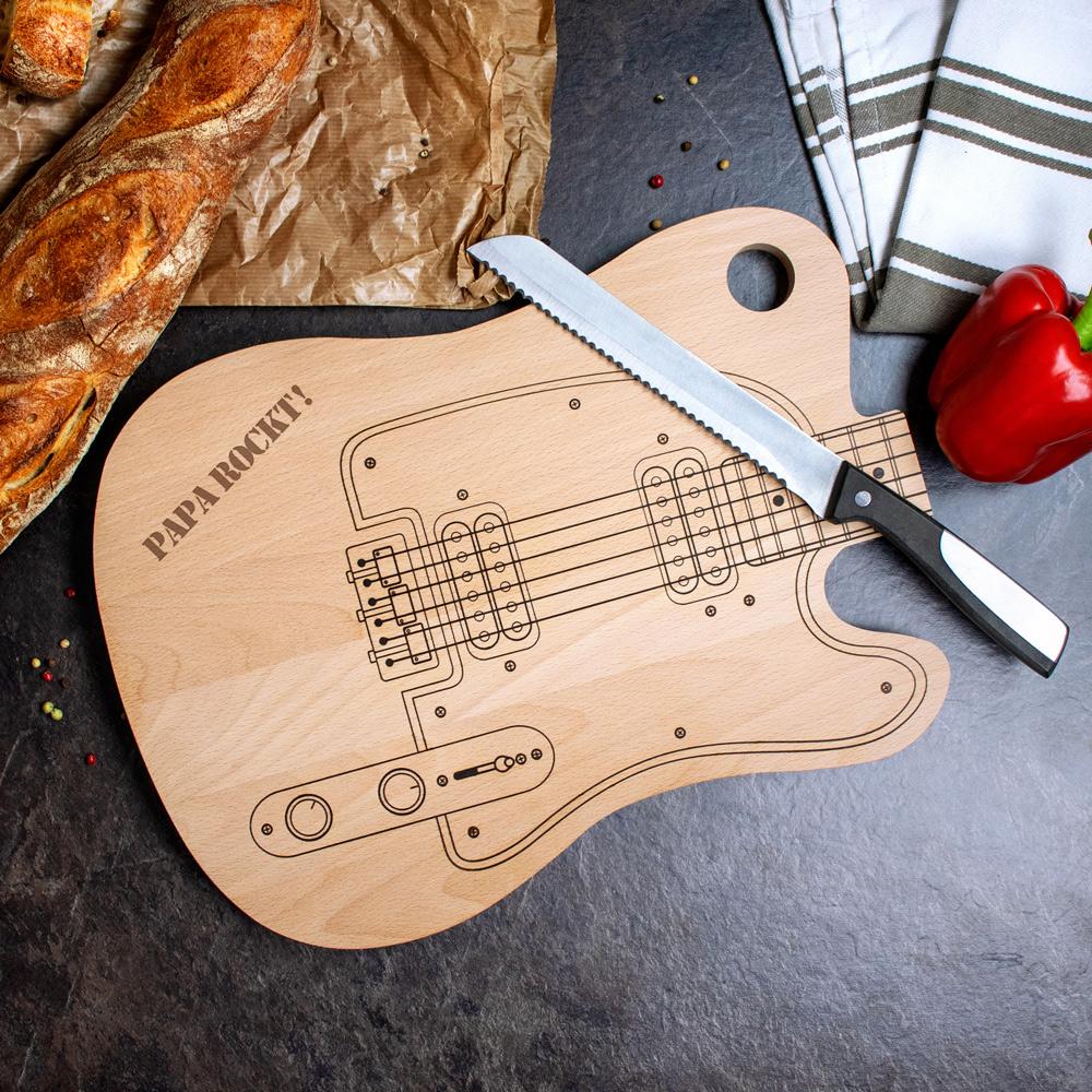 Schneidebrett Gitarre - Papa rockt mit persönlicher Gravur