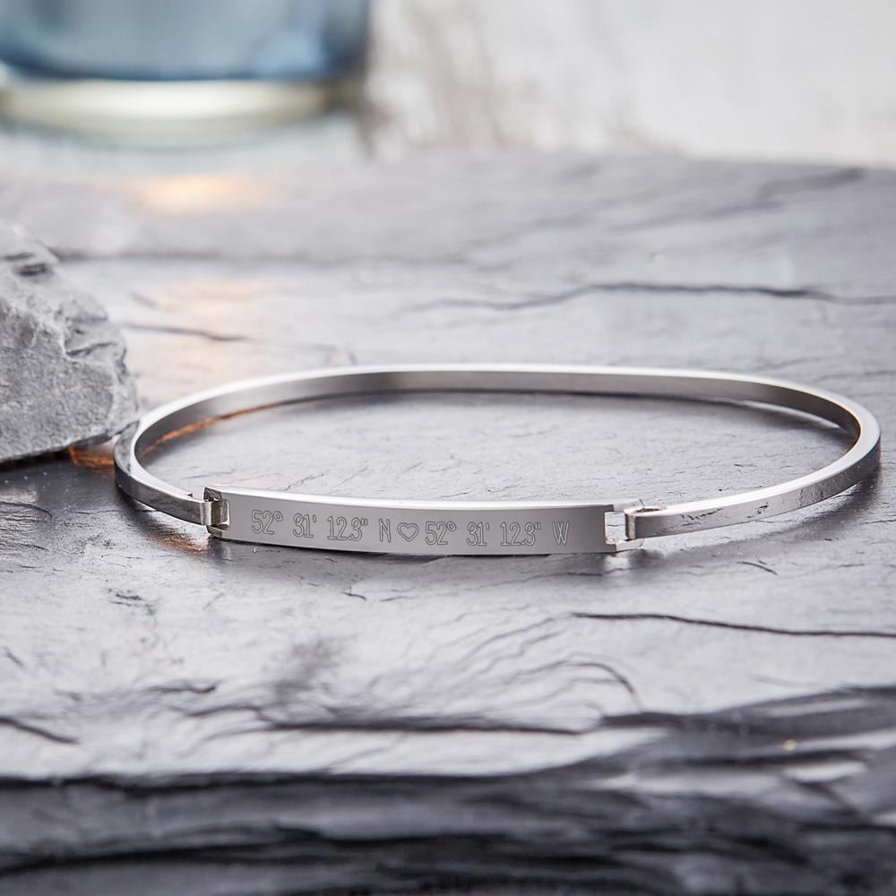 Armreif mit Gravur - Geokoordinaten Herzchen - Silber