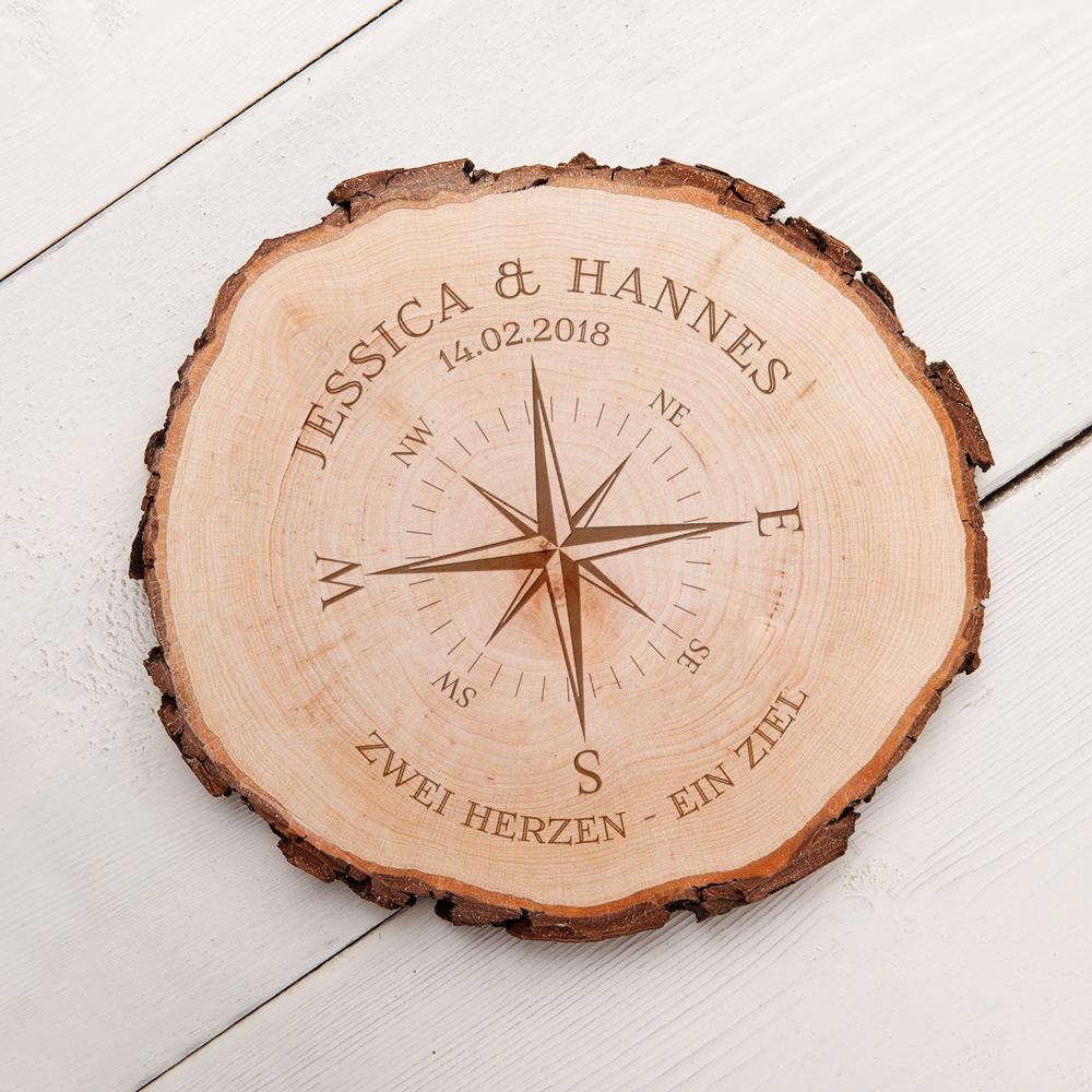 Baumscheibe mit Gravur Kompass für Paare - Personalisiert